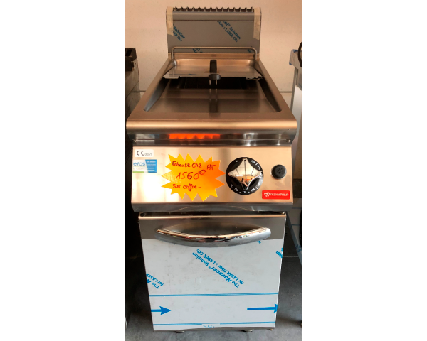 Cette image représente une friteuse simple à gaz de 13 litres sur coffre neuve